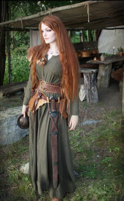 Innovative This Holds True For Both Men And Women Typical Viking Female Clothing Clothing Pins Which Were Made Of Metal Have Been Found In Large Numbers Of Viking Age Graves And Settlements The Clothing Material The Used Has Proved To Be