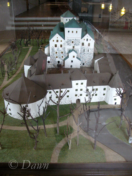 Small display model of the Castle and the courtyard.
