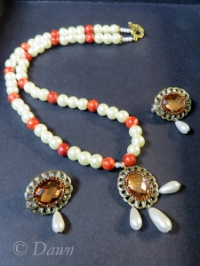 The second necklace, along with two brooches in the same style.
