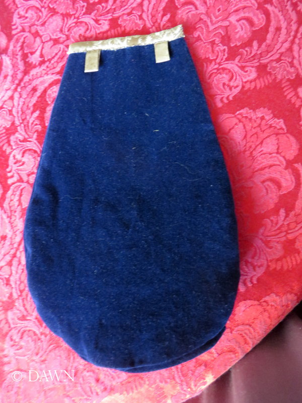 Back of the purse with two straps to suspend it from a cord or narrow fabric belt.