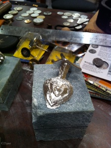 Taking the heart-shaped pendant out of the mould