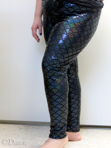 Black mermaid-print leggings