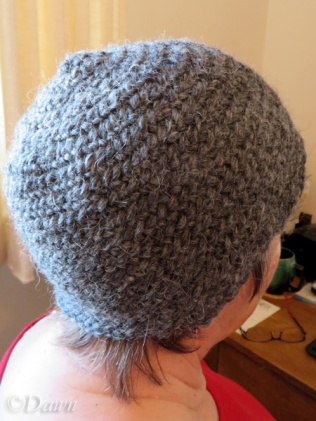 Naalbound hat with two different stitches (back-side view)