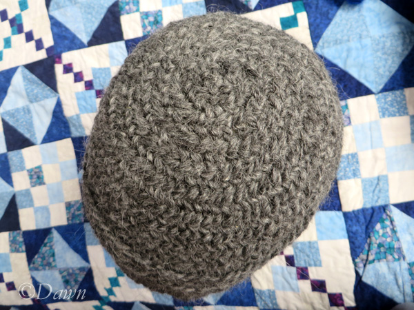 Naalbound hat with two different stitches (top view)