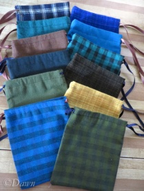12 wool-look parti-coloured draw string bags