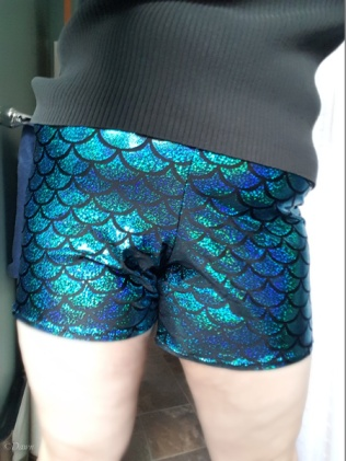 Front view of the mermaid-print shorts (Samsung Selfie)