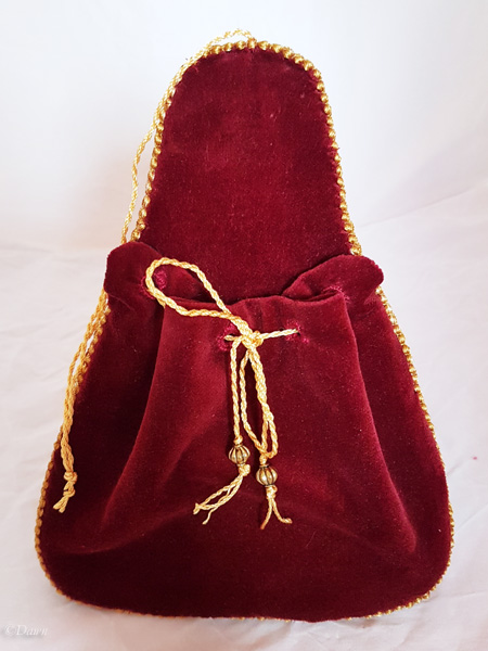 Complete red velvet lute-shaped purse (front)