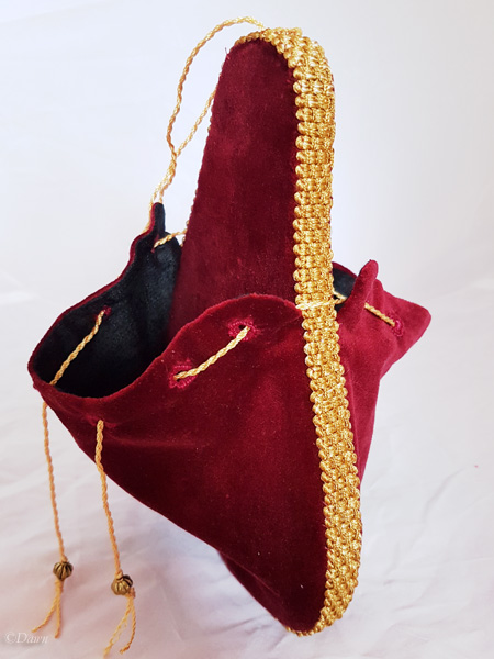 Side of the complete red velvet lute-shaped purse.