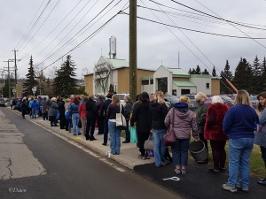 Lots of people lined up to get into the 2017 Grandmother's fabric sale. I was so far back, even though I got there an hour early!