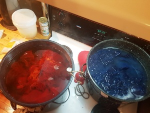 Madder on the stove along with indigo-dyed fibre in a post-mordant pot