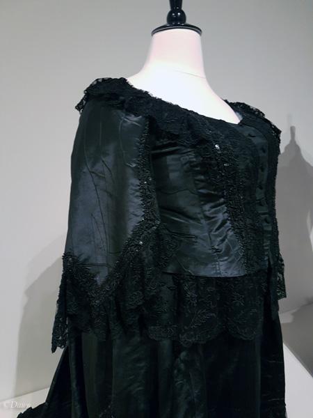 Queen Victoria's dress
