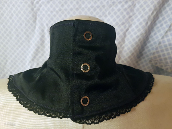 Back snaps on the J-Rock inspired neck corset / collar