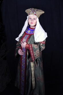 Photo by Mysticus Photography - me in my new green Byzantine gown with older accessories