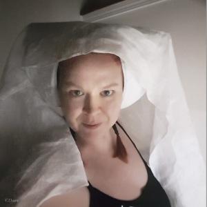 Trying on the work-in-progress horned hennin (no makeup selfie!)