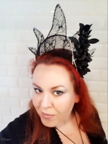 Finished lace wireframe crown