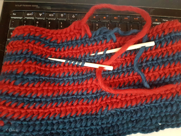 Working on two colours in a naalbound spiral