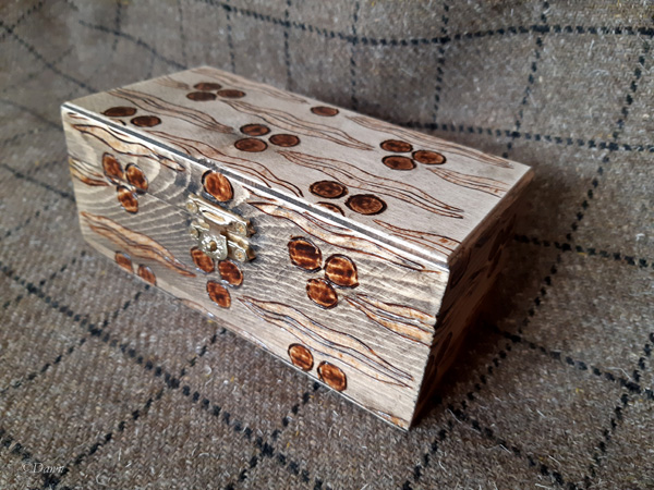 New small pyrography decorated bling box with a tiger-stripe & 'chintamani' Ottoman design
