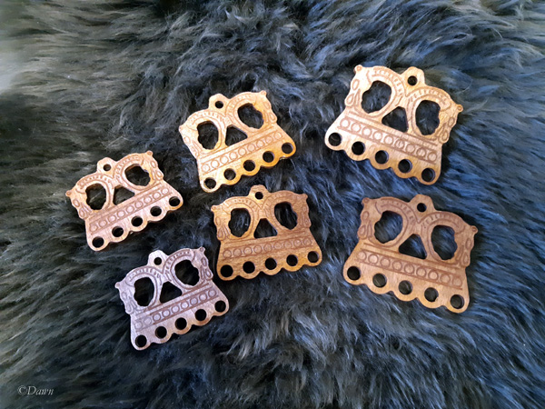 Three different sizes of the same wooden 'bead hanger' cut on the laser cutter.