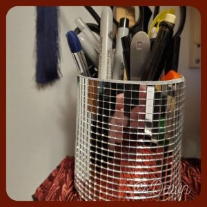 Mirrored pen cup